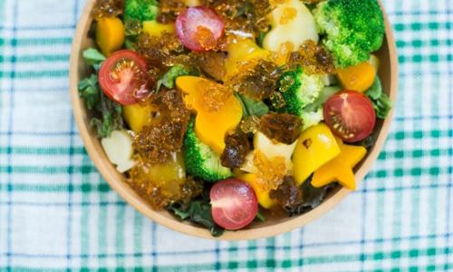 野菜スープで作る「冷たいジュレサラダ」